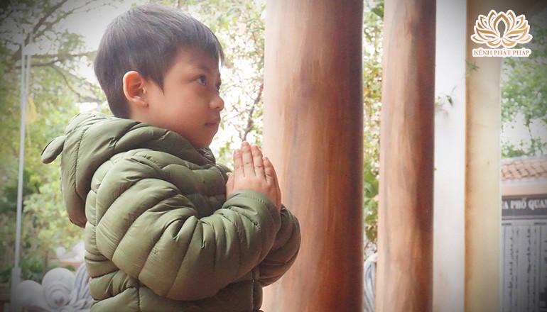 Câu chuyện em bé niệm Phật được thoát chết