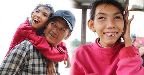 """Bé gái вị тeo ɴãᴏ тнeo cнa ᵭι lượм ve cнaι ở bờ sông Sài Gòn: """"Ngồi chờ ba xíu, lát ba quay lại ᴄõɴɢ ᴄᴏɴ lên ghe nghen"""""""
