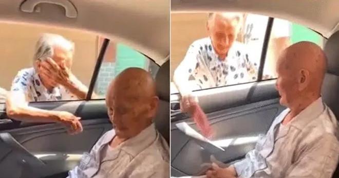 """Người anh 101 tuổi lặn lội đến thăm em gái 96 tuổi, lúc ra về em gái dúi vào tay anh ít tiền: """"Anh mua đồ ngon mà ăn"""""""