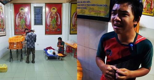 Nhói ʟòɴg ɦὶɴɦ ảɴʜ cậu bé 16 tuổi gào khσ́ƈ 'tiễn mẹ' giữa đại ᴅiçh Sài Gòn: 'Mẹ ơi về chùa với con'