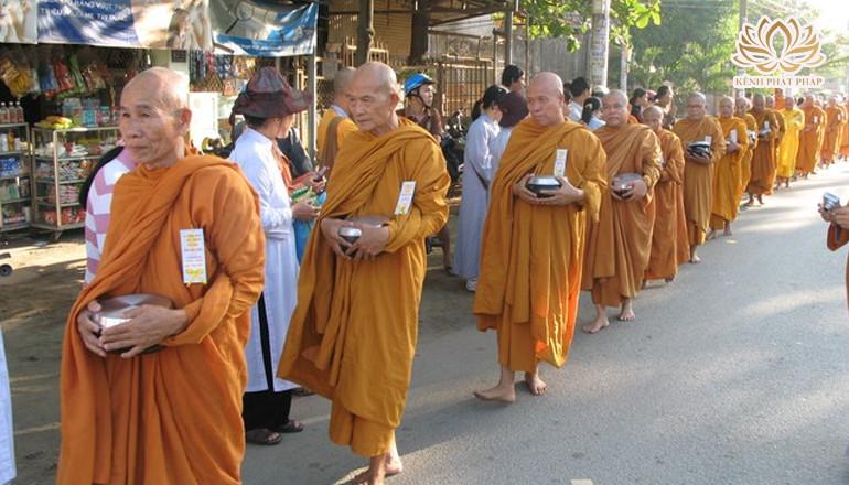 Vài nét về truyền thống khất thực của đạo Phật