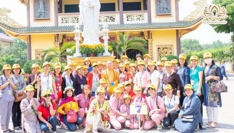 Ban Văn hóa Phật giáo Sen Vàng chùa Viên Giác tổ chức hành hương đầu Xuân Canh Tý