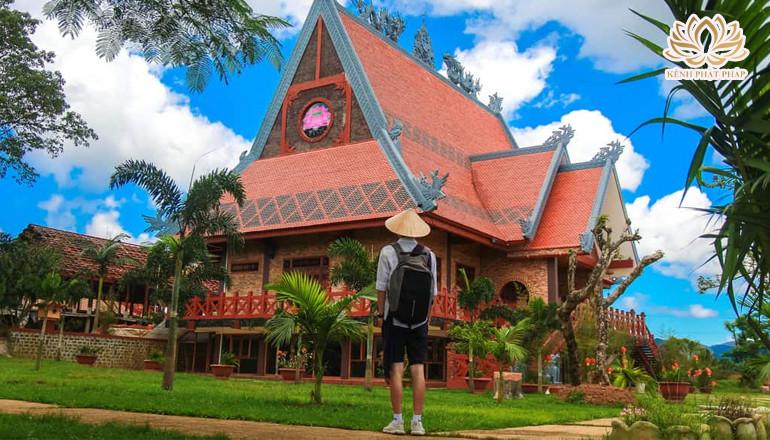 Chùa Di Đà - Ngôi chùa lớn nhất xứ sương mù Bảo Lộc với lối kiến trúc độc đáo