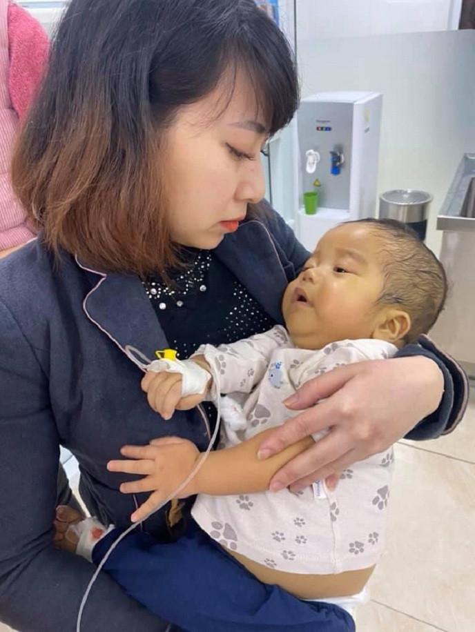 Vợ chồng nghèo bỗng nhiên được nɦậƞ ɱột đứa bé 'từ tɾêƞ tɾời ɾơɨ xuống': Xin được làm cha mẹ của con