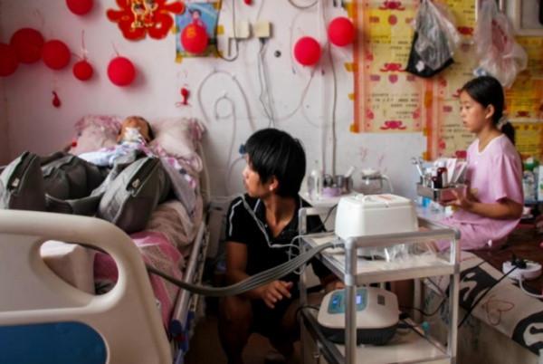 Cặp song sinh 102 tuổi đến chăm mẹ 118 tuổi: Mẹ nuôi con khôn lớn, con bên mẹ tuổi già