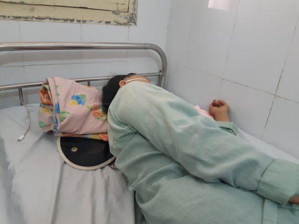Chạy xe ôm nuôi bạn gái ăn học 4 năm, lúc bị thương phải bỏ 1 chân, nàng lấy chồng giàu để nhận 5 cây vàng