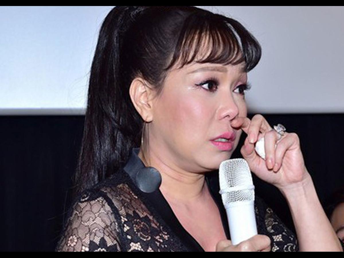 Việt Hương rụng rời chân tay, đau xót báo tang sự: Phi Nhung cùng các nghệ sĩ xót xa chia buồn