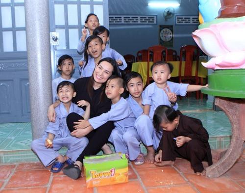 Ca sĩ Phi Nhung mất đi, 23 người con sẽ không bơ vơ - Báo Người lao động