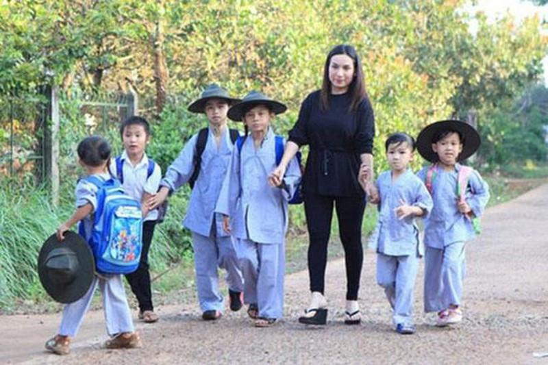 Tỷ phú Hoàng Kiều nói gì sau tuyên bố nhận nuôi 23 con nuôi của cố ca sĩ