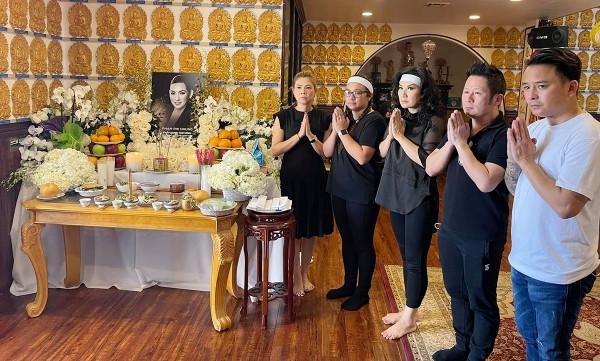∨ιệτ Hương khóc nức nở trao tro cốt Phi Nhung cho con gάι