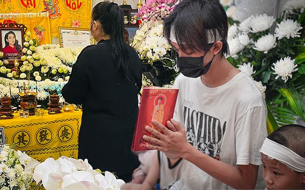 Hồ Văn Cường mặc 1 chiếc áo từ lúc tang lễ đến khi nhận tiền, Nathan Lê, Phương Lê ra tay giúp đỡ - Hình 2