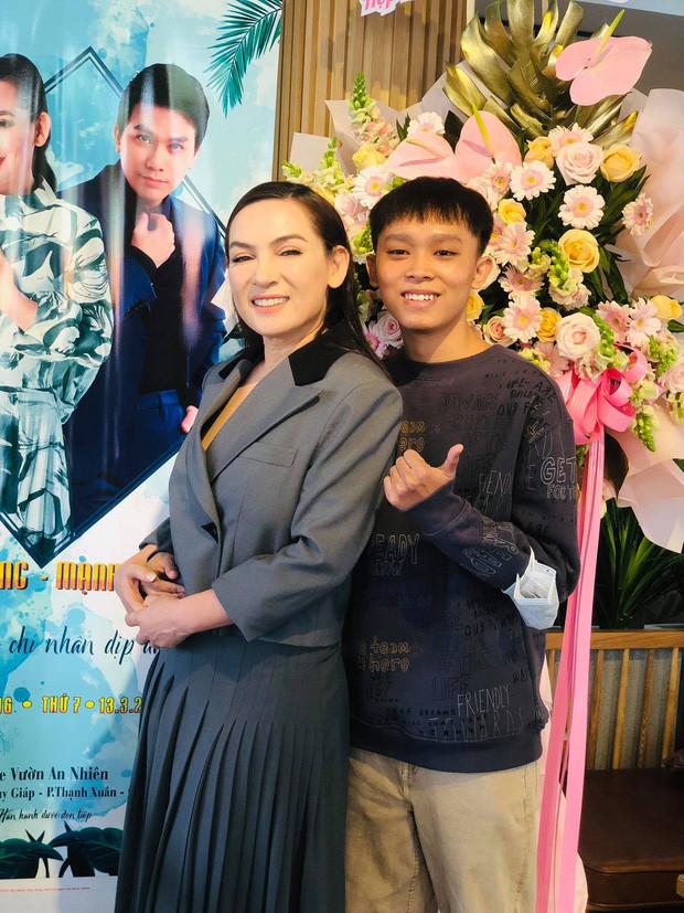 Hồ Văn Cường chỉ mặc 1 chiếc áo trong suốt 10 ngày từ dự lễ cầu siêu, nhận tiền cát-xê đến đi ra ngân hàng - Hình 10