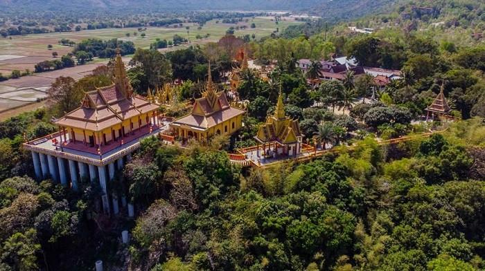 Chùa Tà Pạ đẹp như tiên cảnh nằm trên không ở An Giang