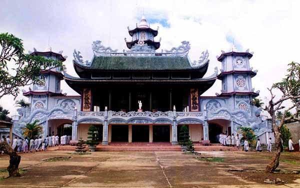Chùa Phước Huệ Bảo Lộc nổi tiếng linh thiêng thu hút nhiều du khách thập phương