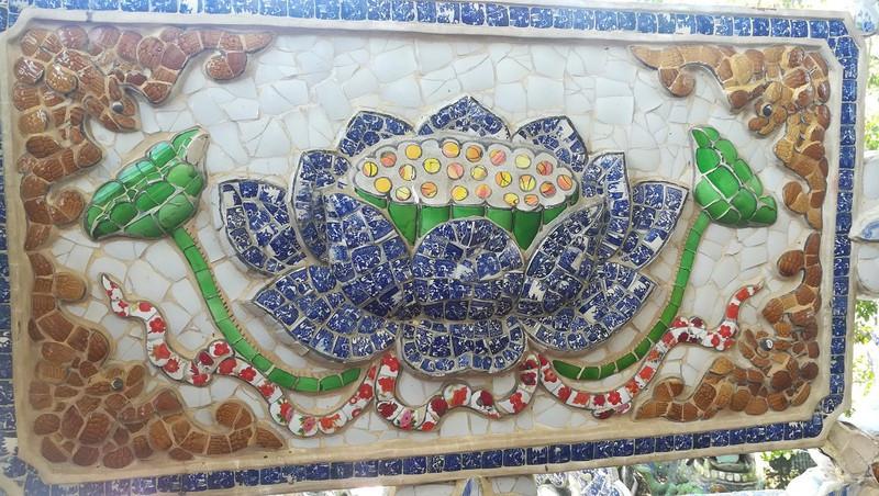 Chùa Linh Phước có kiến trúc độc đáo bằng những miểng sành